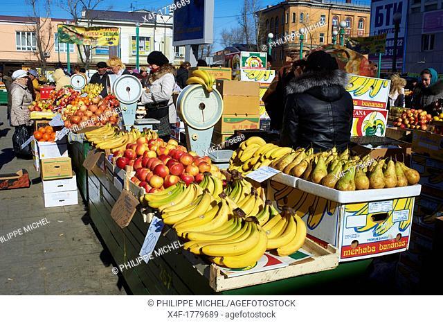 Russia, Siberia, Irkutsk, fruit market