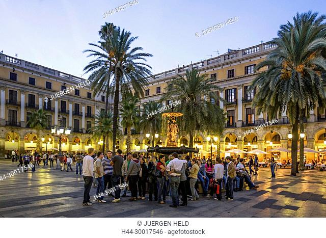 Spain, Barcelona, Catalonia, Barri Gotic, Placa Reial, Piaza Real, Plaza Reial, Royal Plaza