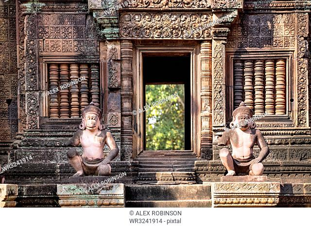 Detailed carving on the facade of a temple at Banteay Srei in Angkor, UNESCO World Heritage Site, Siem Reap, Cambodia, Indochina, Southeast Asia, Asia