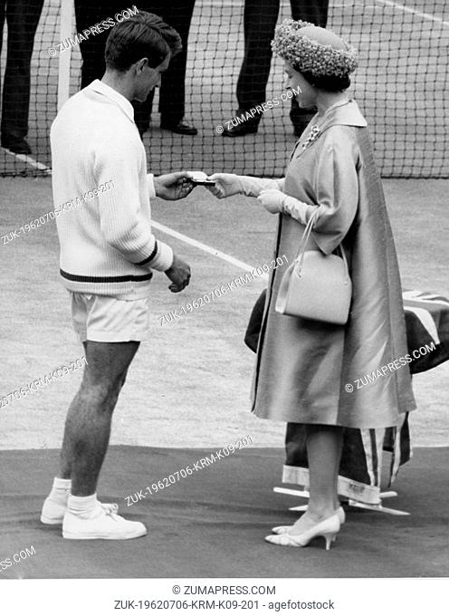 July 6, 1962 - London, England, U.K. - QUEEN ELIZABETH II presents Australian tennis player MARTIN MULLIGAN with the runner-up medal in centre court at...