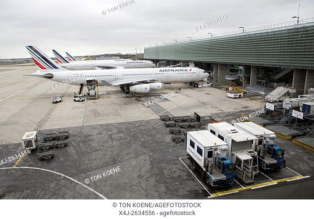 AIR FRANCE planes at charles de gaulle airport