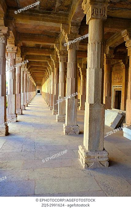 Bearing beats of architecture, Jami Masjid, Mandu, Madhya Pradesh