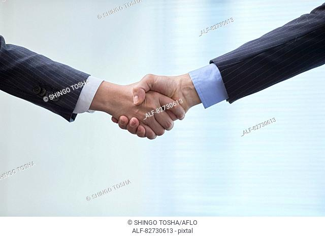 Japanese businesspeople shaking hands