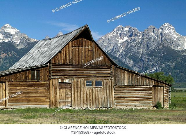 Thomas Moulton Barn on Mormon Row with the Grand Tetons in the background, Grand Teton National Park, Wyoming, USA