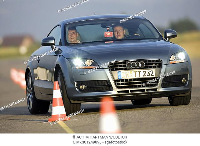 Audi TT Coupe 2.0 TFSI, model year 2006-, anthracite, driving, diagonal from the front, frontal view, Pilonen, test track