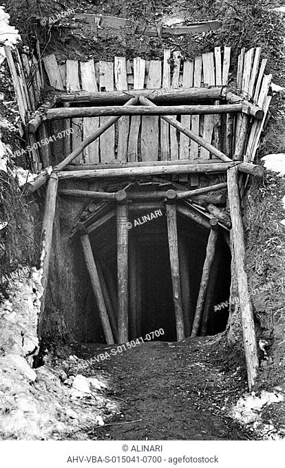 Entrance held up by wooden beams of an air-raid shelter foothill, shot 1940-1949 by Villani, Studio