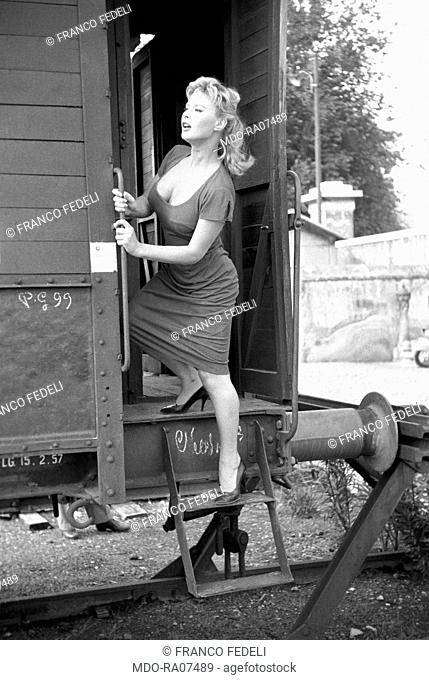 The Italian actress Marisa Allasio (Maria Luisa Lucia Allasio) getting in a coach in a scene from the film 'Marisa'. Trastevere Railway Station, Rome (Italy)