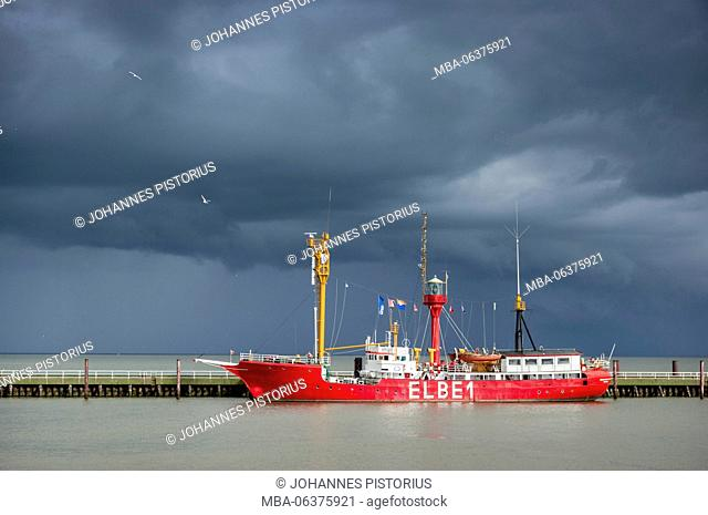 Europe, Germany, Lower Saxony, Cuxhaven, harbour, The former lightship 'Elbe 1' at the 'Alten Liebe' in front of a thundery front on the Elbe