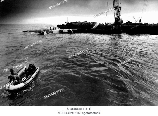 The foundering of the Mont Louis. The recovery of the French cargo boat Mont Louis sunken a few miles from Ostend with a load of Uranium hexafluoride
