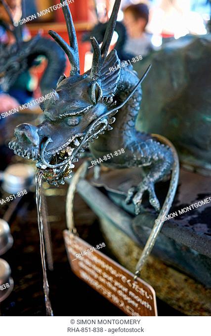Sensoji Dragon Fountain in Senso-ji Temple (Asakusa Kannon Temple), Tokyo, Japan, Asia