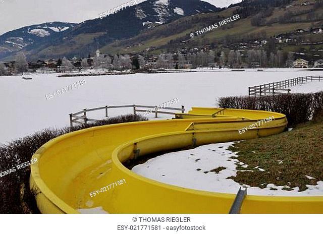 Wasserrutsche im Winter