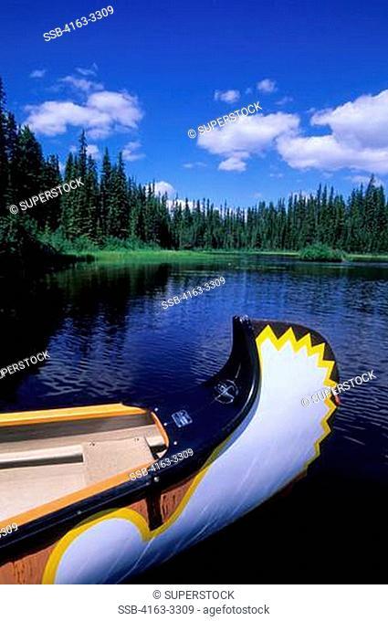 CANADA, BRITISH COLUMBIA, SUN PEAKS, NEAR KAMLOOPS, MCGILLIVRAY LAKE, VOYAGEUR CANOE