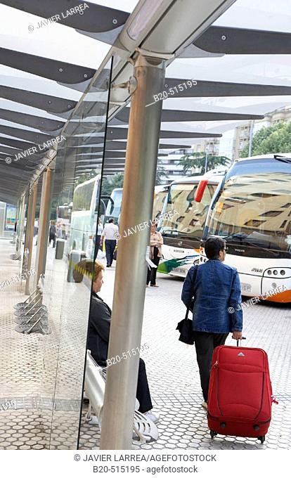 Viajeros con maletas, Estación de Autobuses, San Sebastian, Gipuzkoa, Euskadi
