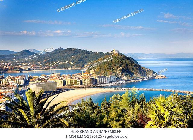 Spain, Basque Country, Guipuzcoa province (Guipuzkoa), San Sebastian (Donostia), European capital of culture 2016, Zurriola beach in foreground and La Concha...