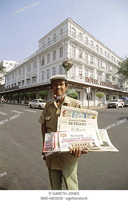 Vietnamese man newspaper Stock Photos and Images | age fotostock