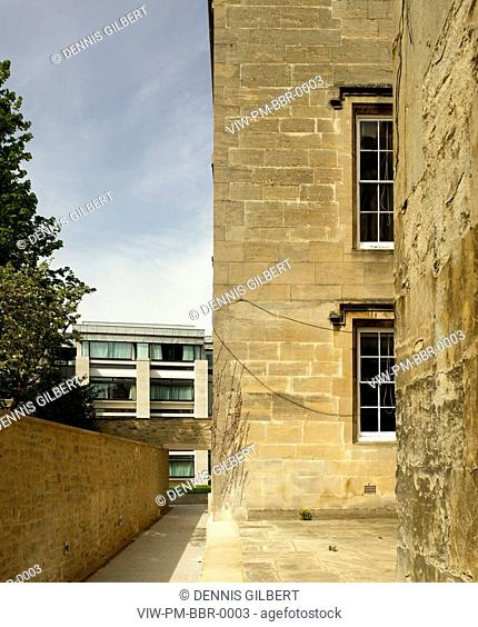 CHRIST CHURCH COLLEGE BLUE BOAR QUADRANGLE POWELL AND MOYA OXFORD 1968 PERSPECTIVE FROM HISTORIC BUILDING TO RESIDENCE, OXFORD, STUDENT HOUSING, Architect
