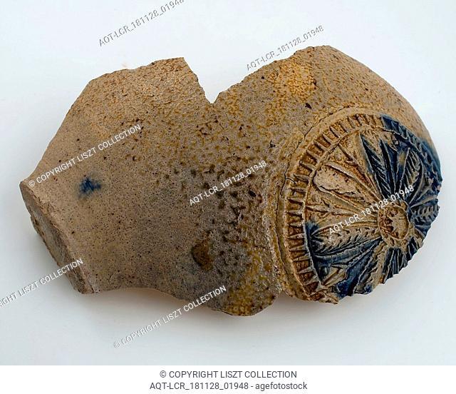 Abdominal fragment of beard man, stoneware, with round cartouche in which rosette, beardmug tableware holder soil find ceramic stoneware glaze salt glaze