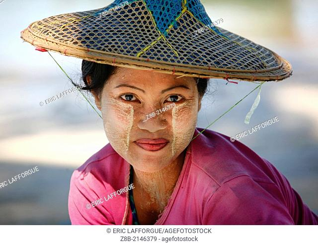 Thanaka is a cosmetic paste made from ground bark, in Mynamar, most of the women apply it to the face, It has a fragrant scent similar to sandalwood