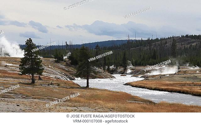 USA-Wyoming-Yellowstone National Park-Biscuit Basin