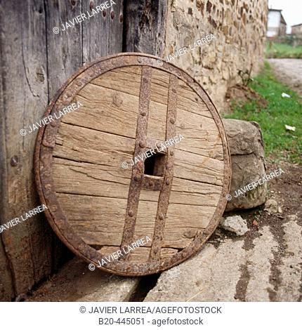 Antique cart wheel. Oñate, Guipuzcoa, Basque Country, Spain