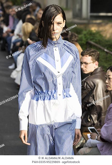 Victoria / Tomas runway show during Paris Fashion Week, Spring Summer 2018 collection - Paris, France 26/09/2017. | usage worldwide. - Paris/France