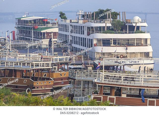 Cambodia, Phnom Penh, marine traffic on the Tonle Sap River