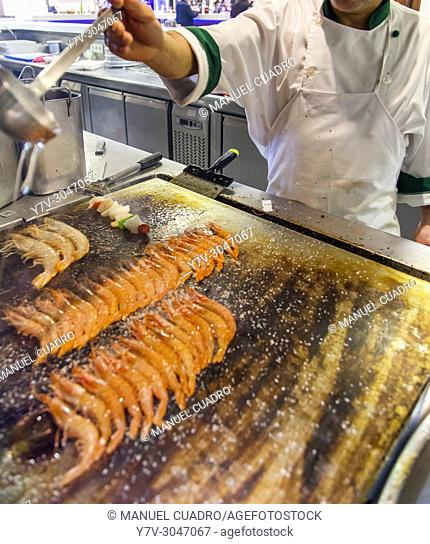 Cooking seafood in kitchen of Asador Urrunaga restaurant. Legutiano, Alava, Basque Country, Spain