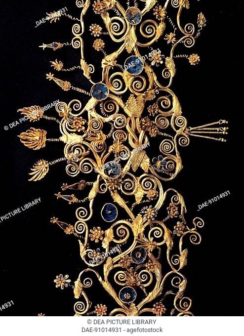 Gold, woman's crown from the royal tomb of Philip II, Vergina (Greece). Detail: weave. Goldsmith art, Greek Civilization, 6th Century BC