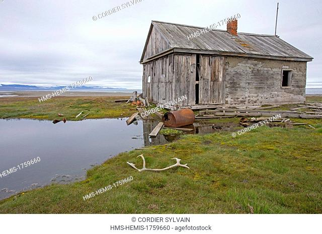 Russia, Chukotka autonomous district, Wrangel island, Mammoth river, old house of trappers