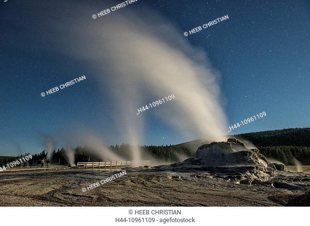 America, Wyoming, USA, United States, Yellowstone, National Park, UNESCO, World Heritage, nature, castle geyser, geyser, thermal, night, stars, steam, volcanic