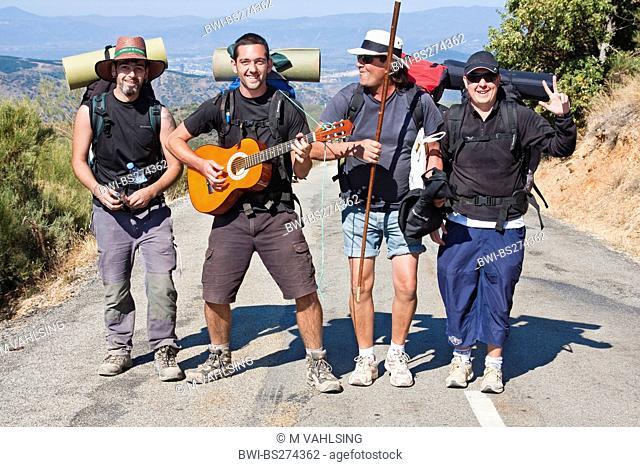 pilgrims on the way, Spain, Leon, Kastilien, Riego de Ambros
