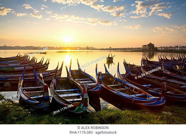 Boats on the Taungthaman Lake near Amarapura with the U Bein teak bridge behind, Mandalay, Myanmar (Burma), Southeast Asia