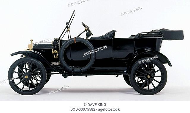 Black 1914 Model T Ford (USA), side view
