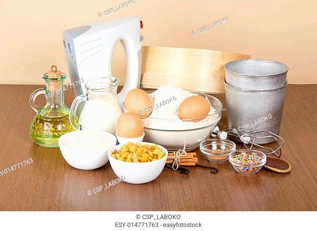 Milk, sour cream, flour, raisin and spices