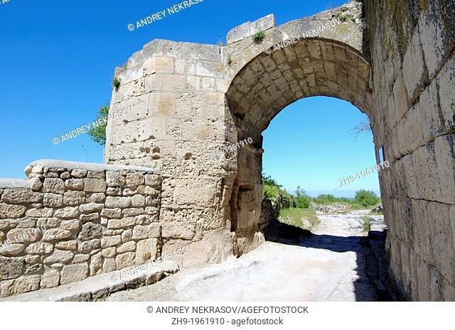 Gates Orta-Kapu, Cufut Qale, Chufut-Kale Jewish Fortress Crimea, Ukraine, Eastern Europe