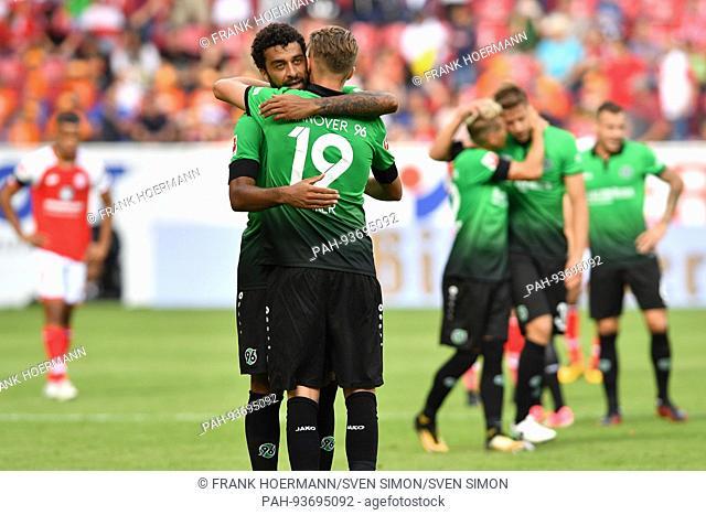 Schlussjubel Florian HUEBNER (Hannover96) mit TREVIZAN MARTINS FELIPE (Hannover96),J ubel,Freude,Begeisterung,Aktion. Fussball 1. Bundesliga, 1