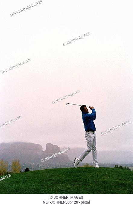 A man playing golf, Arizona, USA