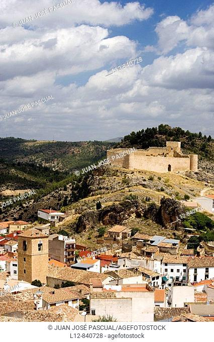 Enguídanos Proninvia de Cuenca Castilla la Mancha España Pueblo y castillo