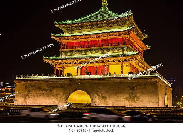 The Bell Tower, Xi'an, Shaanxi Province, China. Built in 1384 during the early Ming Dynasty, it is a symbol of the city of Xi'an and one of the grandest of its...