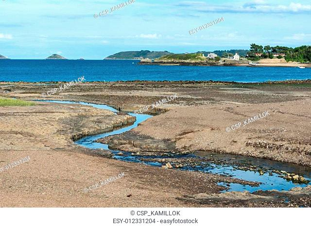 Bight of Beauport at low tide (France)