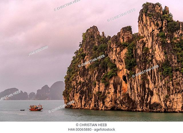 Asia, Asian, Southeast Asia, Vietnam,Quang Ninh Province, Ha Long Bay
