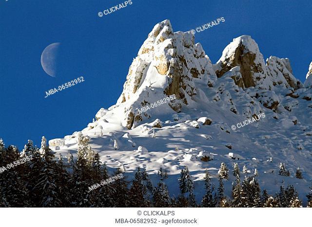 Big Moon behind the southern side of Catinaccio group, Dolomites, Gardeccia, Val di Fassa, Trento, Trentino Alto-Adige, Italy