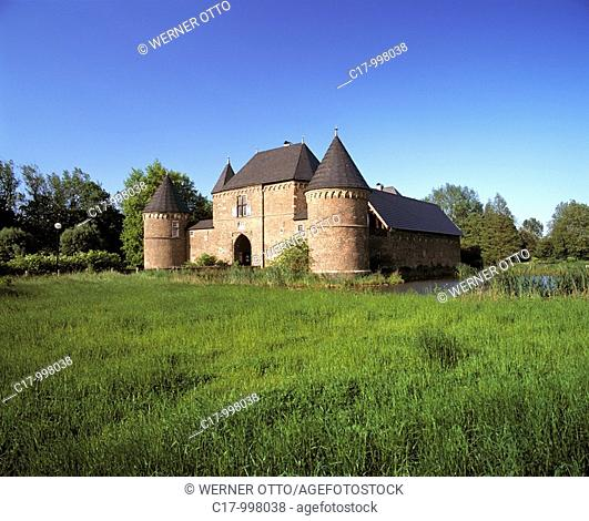 Germany, Oberhausen, Ruhr area, Lower Rhine, North Rhine-Westphalia, Germany, Oberhausen-Osterfeld, Castle Vondern, moated castle, museum, town meeting point
