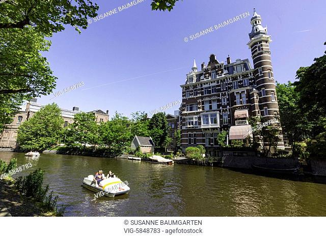 Amsterdam, Singelgracht, view from Stadhouderskade to Weteringschans. - AMSTERDAM, Netherlands, 27/05/2017