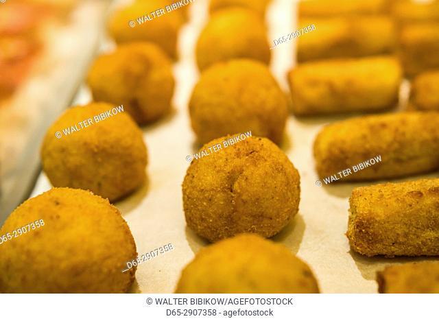 USA, New York, New York City, Lower Manhattan, Chelsea Market, arancini, Italian rice balls