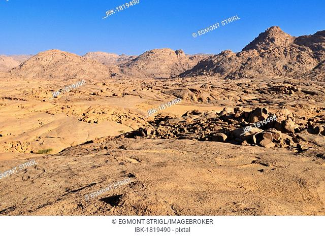 Granite landscape in the Hoggar, Ahaggar Mountains, Wilaya Tamanrasset, Algeria, Sahara, North Africa