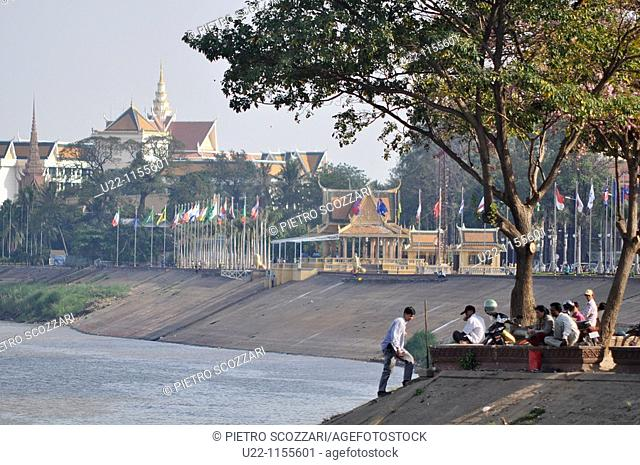 Phnom Penh (Cambodia): view along the Sisowath Quay, at the confluence of the Tonlé Sap, Mekong, and Bassac rivers