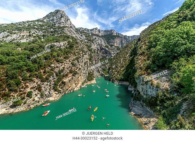 Water sports in Gorges du Verdon, Peddleboats, Canoes, Alpes-de-Haute-Provence, Provence-Alpes-Côte d'Azur, France Verdon Regional Natural Park