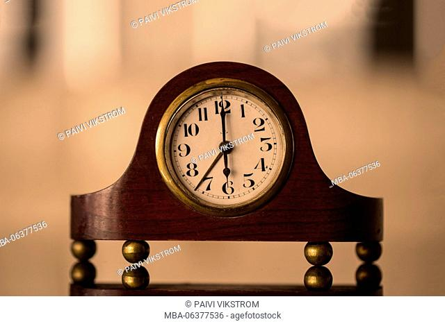 alarm,analog,antique,classic,clock,deadline,decoration,isolated,metal,minute,morning,nostalgia,number,old,retro,second,set,style,tick,time,timer,up,wake,waking