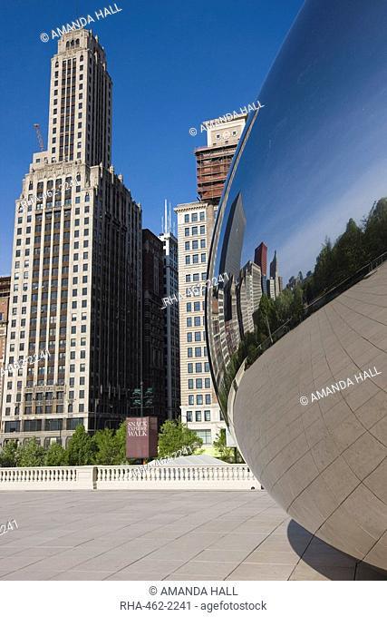 Cloud Gate sculpture by Anish Kapoor, Millennium Park, Chicago, Illinois, United States of America, North America